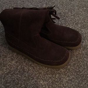 Brown suede Report boots 7.5 Dubai